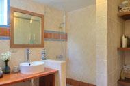 bano-ducha-dormitorio-principal-apartamento-1-residencia-bonita-village-07-p